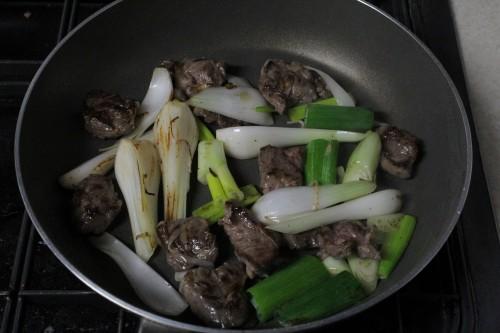 牛肉と葉玉ねぎ(新玉ねぎ)のオイスターソース炒め
