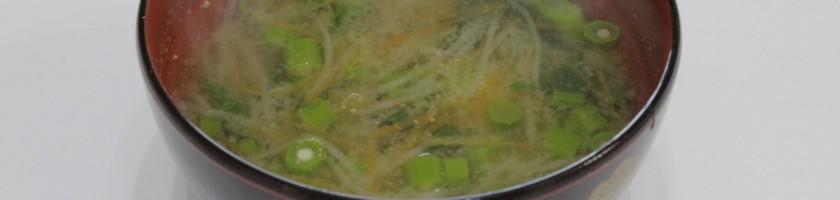 大根と人参、のらぼう菜の味噌汁