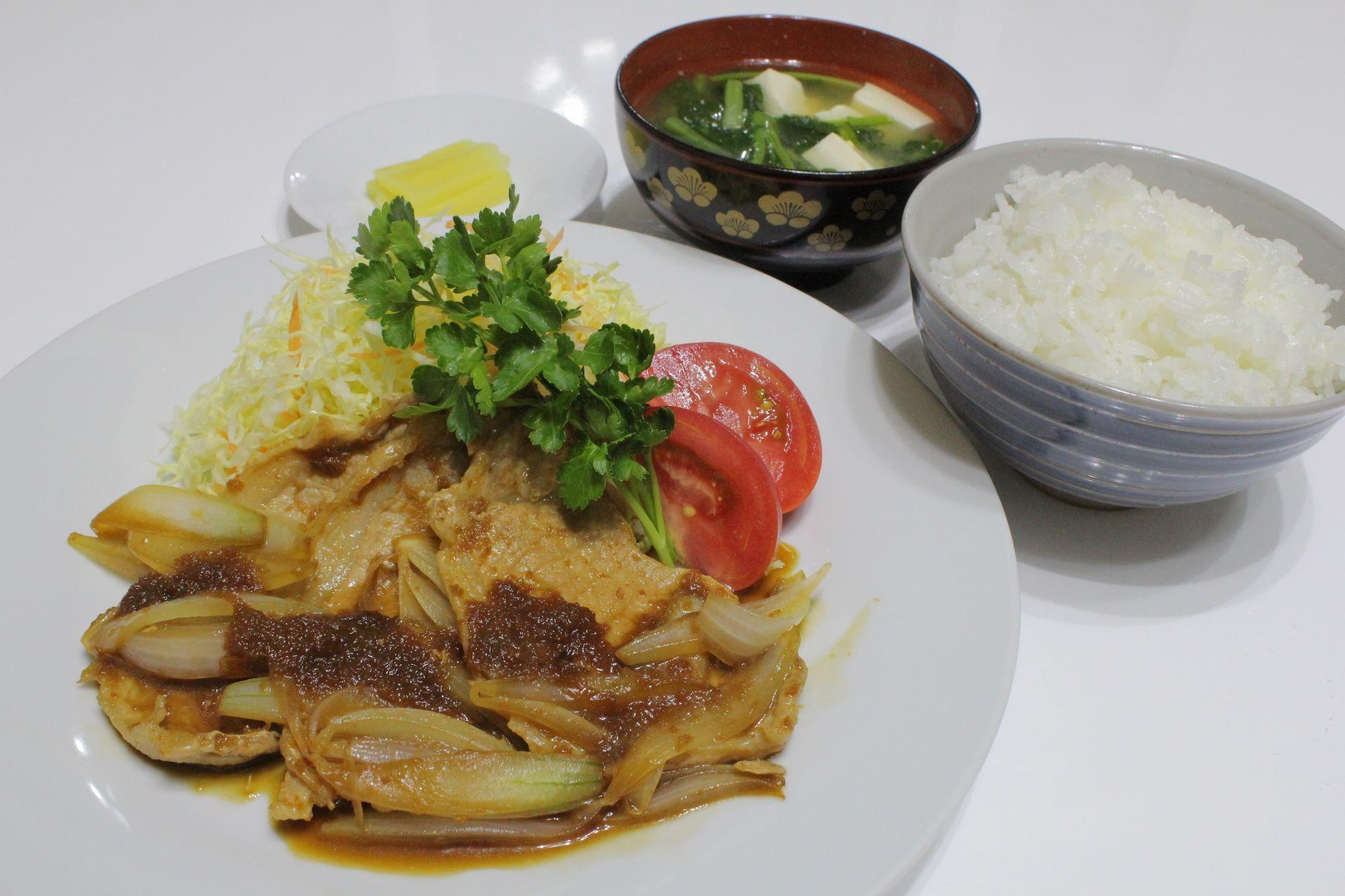豚ロース肉の生姜焼き定食