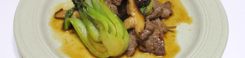 牛肉と青梗菜、シイタケの中華風醤油炒め